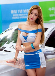Recent pictures of Korean race queens Yu Jin and Lee Ji Min. The two models are looking..