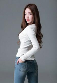 The following July beauties are Seo Ah from South Korea and Ye Zi Yi And Zhang Yu Meng..
