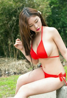 New babe Yu Ji, looking very beautiful and lovable in this new set of pictures! Check..