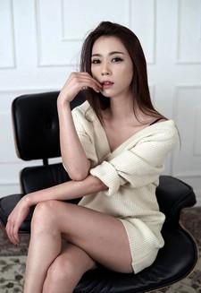 A fabulous picture update on popular Korean model Ju Da Ha.