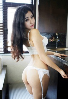 Ma Lu Na is a sexy and hot Asian model and Internet babe from Shenzhen, China. Ma Lu Na..